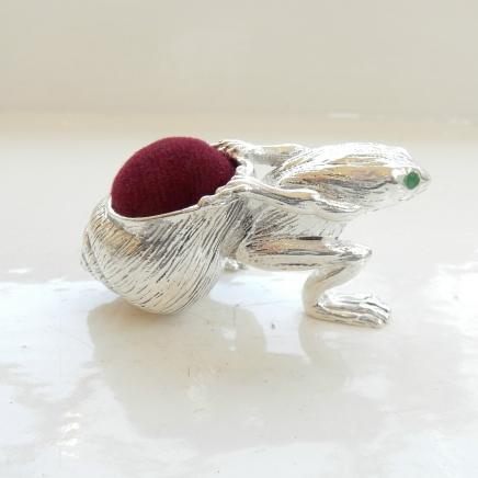 Photo of Silver-plated Jade Frog Pin Cushion