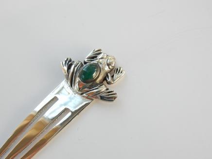 Photo of Solid Silver Jade Frog Clip