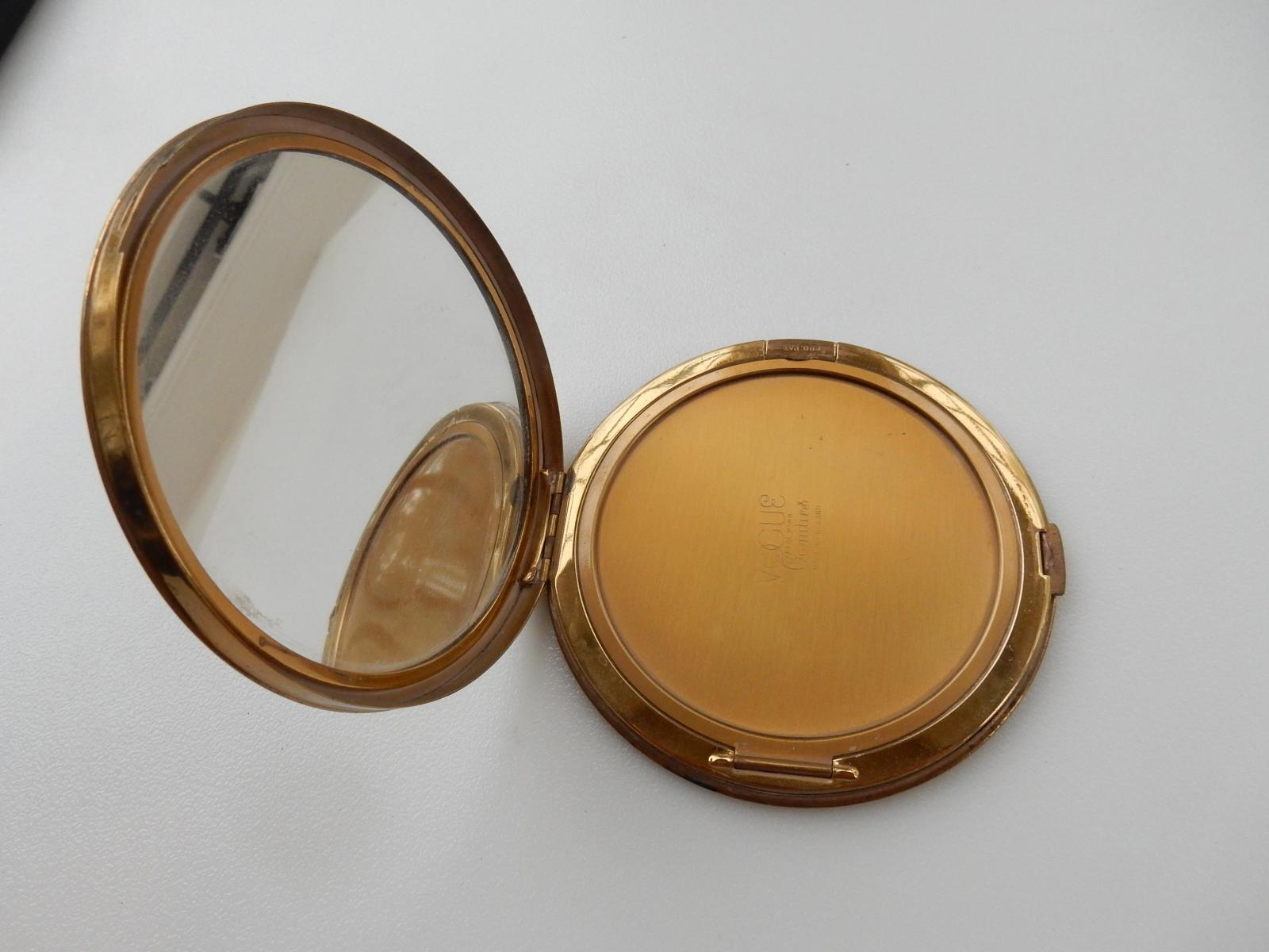 Photo of Vintage Vogue Vanities Powder Compact